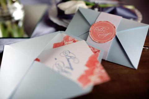 No dejes que las invitaciones de boda se amontonen con el resto de tu correo.