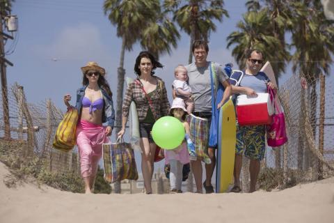 29. 'Togetherness' (2015-16), dos temporadas