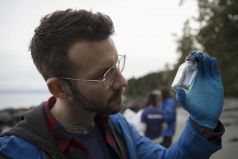 Se han encontrado microplásticos en todas partes, incluso en la caca humana.