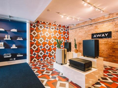 Away es una de las marcas que han utilizado Appear Here.