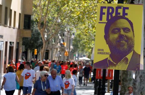 Un cartel de Junqueras en una manifestación en Barcelona.