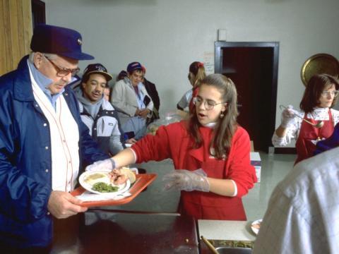Muchos de los participantes del estudio también alentaron a sus hijos a donar directamente a las personas necesitadas.
