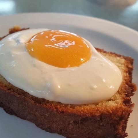 Tosta de huevo de postre.