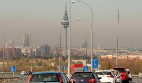 Cinco maneras de conducir para contaminar menos