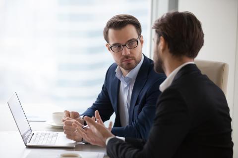 Cliente recibiendo asesoramiento financiero