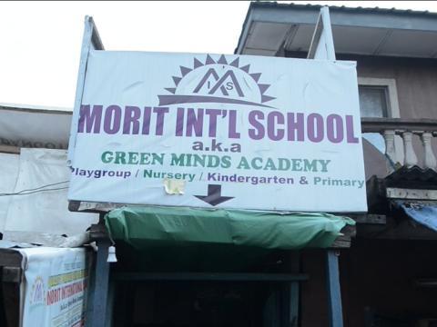 Colegio Internacional Morit, Ajegunle, donde las botellas de plástico son intercambiadas por tasas escolares