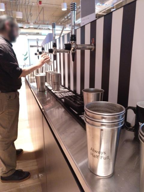 Todos los trabajadores pueden hacer uso ilimitado de los grifos de cerveza en horario de 3 a 8 de la tarde.