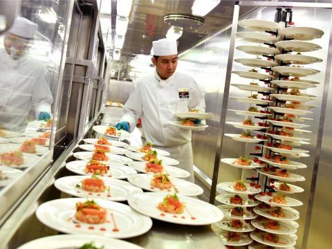 Además de preparar comida para vegetarianos, comida kosher, platos sin azúcar añadida o comida especial para alérgicos, los cruceros cuentan con una oferta healthy en donde los platos estarán preparados sin añadir sales o grasas.