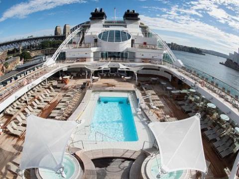 El bamboleo del marco se nota más en los extremos de acuerdo a la web de Carnival Cruise
