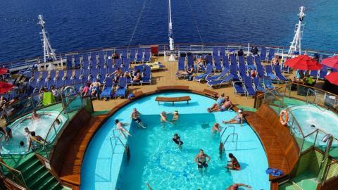 Hay más cosas en el barco que la cubierta superior.