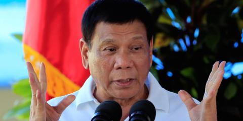 Duterte dando un discurso en el Fuerte de Ramón Magsaysay en Filipinas, noviembre de 2016.