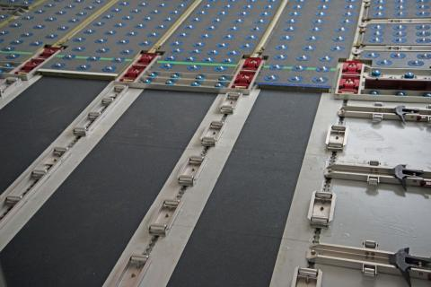 The floor is made up of clips and rollers to move and secure cargo.