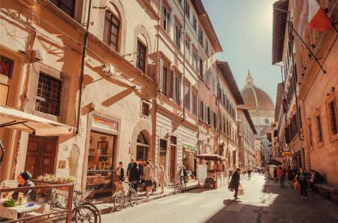 Los coches están prohibidos en el centro histórico de Florencia, por lo que necesitarás ir en bicicleta o caminando.