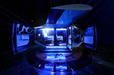 """""""Creo que estamos en un momento de transición para que diseños como este sirvan como influencia en los estándares de los próximos viajes aéreos que las generaciones que están por venir harán"""", dijo en prensa John Battlement, jefe de Diseño de Uber Air."""