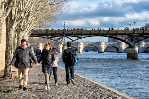 El río Sena es uno de los destinos preferidos de los parisinos para pasear.
