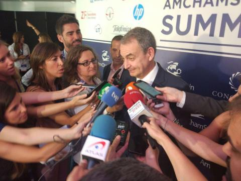 José Luis Rodríguez Zapatero, ante los medios.