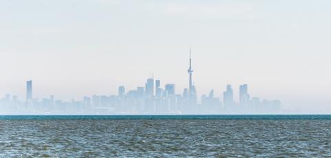 Lago Ontario, al fondo Toronto, Canadá