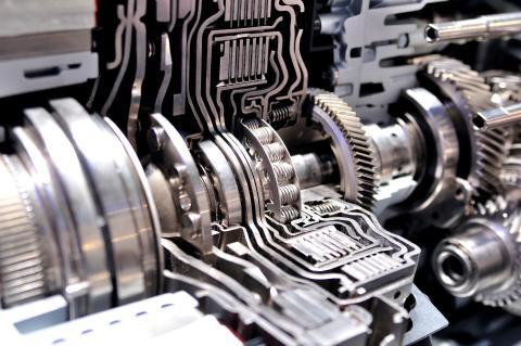 Un motor de transmisión híbrida.