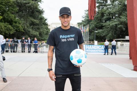 Neymar, en su presentación como embajador de buena voluntad de Handicap International