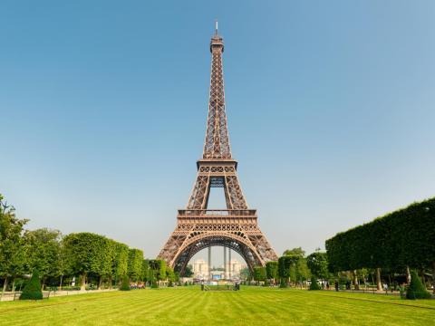 París, Francia es uno de los destinos favoritos de los turistas por la Torre Eiffel.