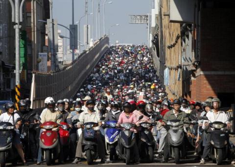 Imagínate lo ruidosos que serían miles de motos a la vez.