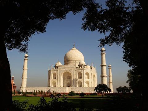 A los turistas internacionales se les cobra aproximadamente 13 euros por la entrada, mientras que a los visitantes nacionales se les cobra alrededor de 60 céntimos.