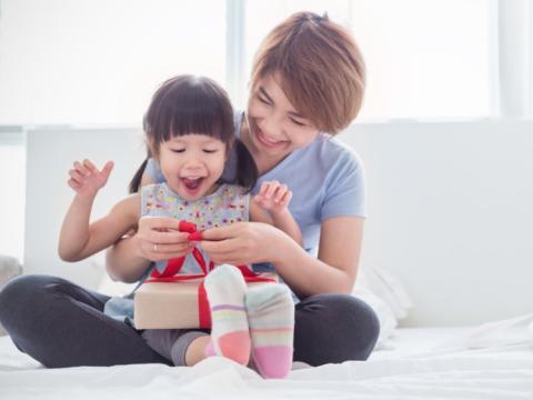 El estudio también ha demostrado que los padres deben mostrar generosidad hacia sus hijos para actuar como modelos a seguir.