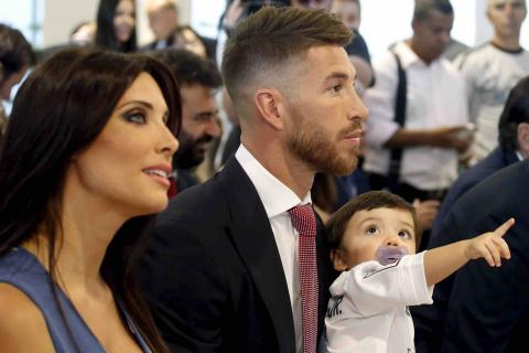 Pilar Rubio y Sergio Ramos con su hijo.