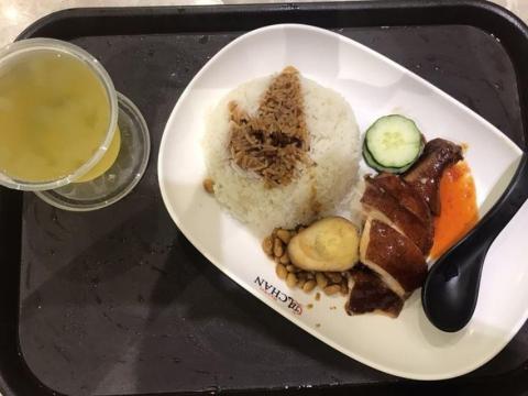 plato en restaurante con estrella Michelín en Singapur