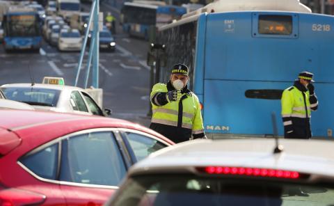 La Policía Municipal en Madrid, en un protocolo anticontaminación.