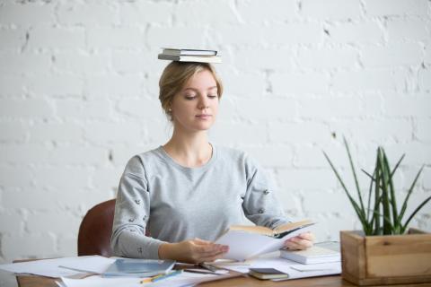 Posición para leer oficina