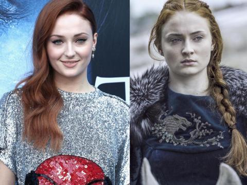 Sophie Turner es Sansa Stark en Juego de Tronos (d).