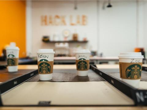 Los empleados de Starbucks fuera de Seattle pueden votar por los proyectos que les gusten y compartir sus propias ideas a través de Springboard, un sitio web interno de la compañía para fomentar la innovación.