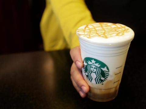 Starbucks probó el Cloud Macchiato, la segunda bebida más popular de todos los tiempos, en el laboratorio el año pasado antes de que se lanzara a nivel estadounidense a principios de marzo.