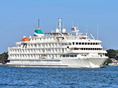 The Pearl Mist cruise ship.