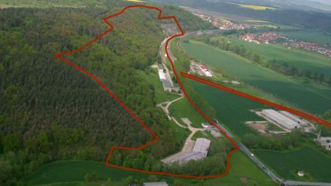 Su complejo más lujoso, conocido como Europa One, está situado bajo una montaña de 122 metros de altura en el pueblo de Rothenstein (Alemania).