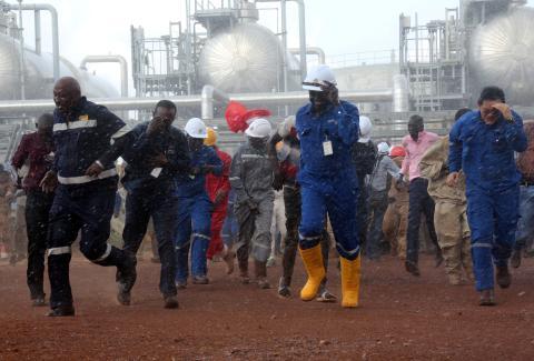 Trabajadores de una refinería de petróleo