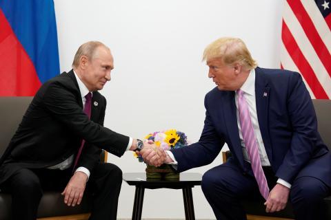 Trump y Putin se saludan en la cumbre del G20 en Osaka