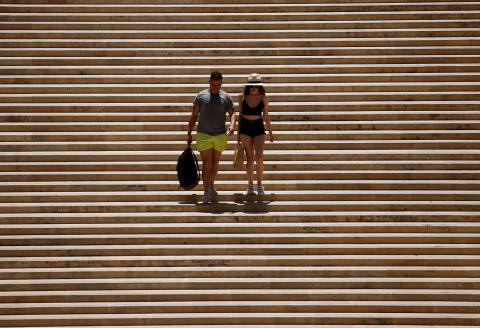 Turistas bajo el sol en Malta