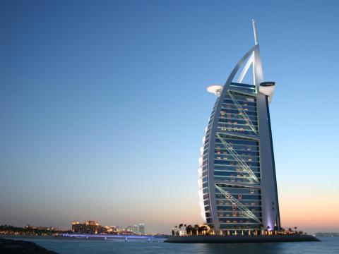 En los Emiratos Árabes Unidos debes tener cuidado al hacer fotos