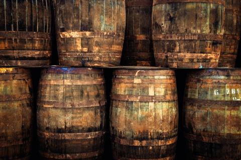 Viejas barricas de whisky.