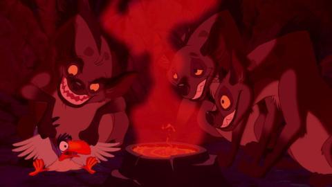 Las hienas no rodean a Zazu en la nueva película.