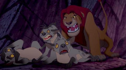 Las hienas están más asustadas en la original.
