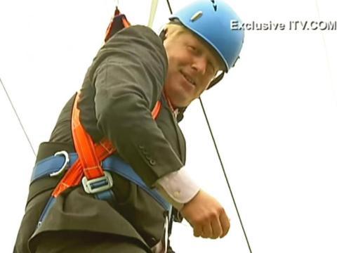 En 2012, como parte de un evento promocional para los Juegos Olímpicos, Boris se colgó en el aire con arneses de seguridad.