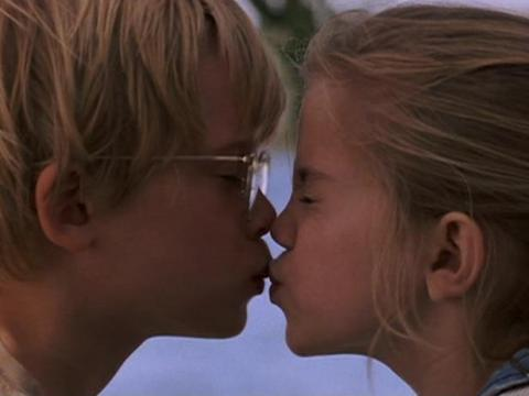 "Macaulay Culkin y Anna Chlumsky como Thomas J. y Vada en ""Mi chica""."