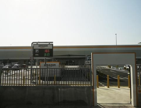 Exterior del centro logístico de Amazon en Illescas (Toledo).