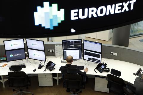 Un analista de Euronext, la bolsa paneuropea que controla Ámsterdam, París, entre otras.