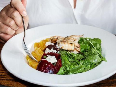 Asegúrate de que las verduras de tu ensalada han sido correctamente lavadas.