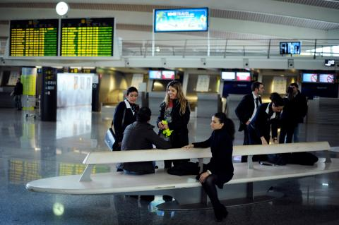 Azafatas en el aeropuerto de Loiu