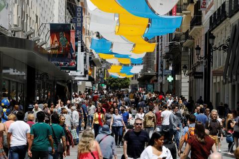 La calle Preciados de Madrid, llena de gente